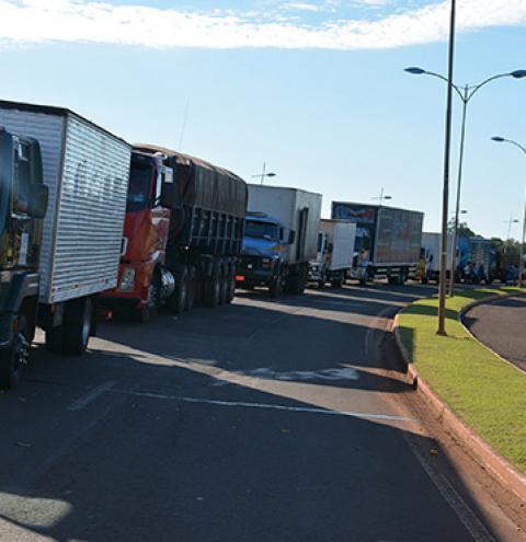 Protestos de caminhoneiros afetam entregas dos Correios e suspendem postagens de Sedex