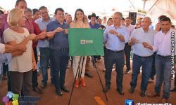 Fotos da recepção ao governador e entrega de Casas Populares em Vicentina