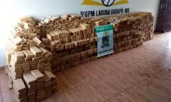 Após capotamento de caminhonete, PM apreende 1 tonelada de maconha em Laguna Carapã