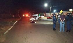 Mulher morre atropelada por Fiorino na Avenida 09 de Julho em Fátima do Sul