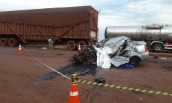 Acidente entre carro e carreta mata duas pessoas na BR-163, entre Nova Alvorada e Rio Brilhante