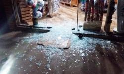 Bandido quebra porta de loja em Fátima do Sul, leva R$ 7 mil, 13 bonés e deixa arma de brinquedo