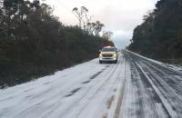 Rodovias são interditadas após congelamento de pista em SC