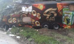 Vocalista da banda Garotos de Ouro morre em grave acidente com ônibus da banda
