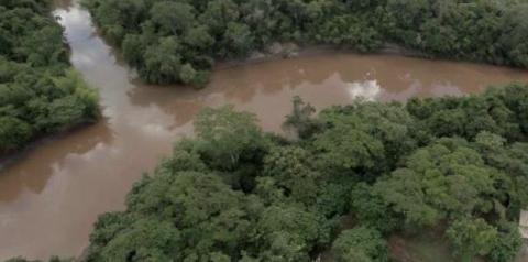 Fazendeiros suspeitos de jogar lama em rio tem R$ 400 mil bloqueados