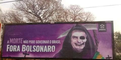 Placas associando Jair Bolsonaro a mortes por Covid-19 são derrubadas em MS