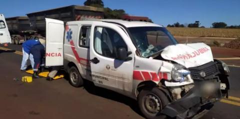 Paciente de MS fica em estado grave após acidente com ambulância no Paraná