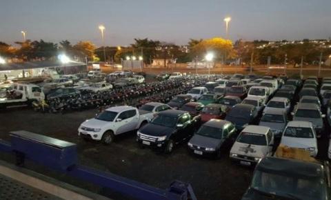 Leilão da PRF tem 217 veículos, entre carros, utilitários e até moto de 1000cc