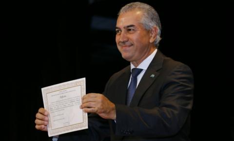 No discurso da diplomação, Reinaldo lembra que criou emprego e aumentou salários em meio à recessão