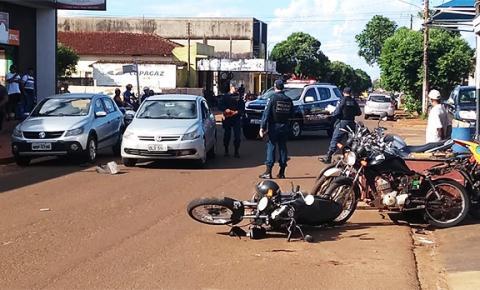 Motociclista fica ferido ao se envolver em acidente na rua Presidente Vargas em Fátima do Sul