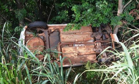 Mulher perde controle de carro e capota na MS-276 em Ivinhema