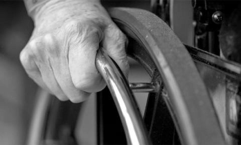 Vizinho é condenado por desviar aposentadoria de idoso cadeirante