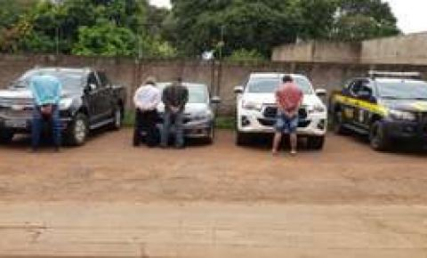 Quatro são presos tentando trazer caminhonetes roubadas para a fronteira