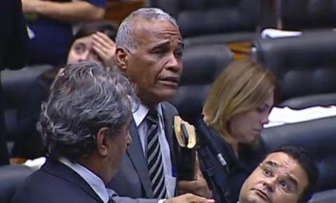 Virou meme: deputado chama Bolsonaro de 'doido' e reação de parlamentar de MS viraliza