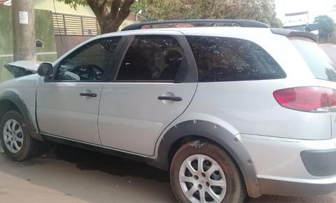 Embriagada, mulher colide veículo e também derruba poste no Distrito de Culturama