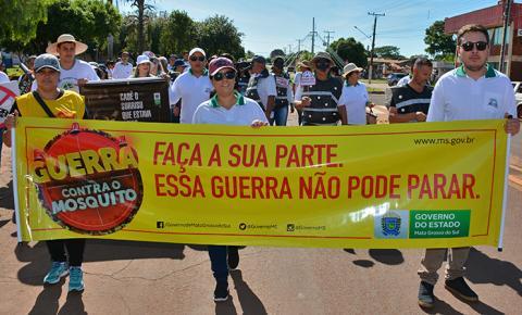 Secretaria de Saúde realiza caminhada de conscientização e combate ao mosquito Aedes Aegypti em Fátima do Sul