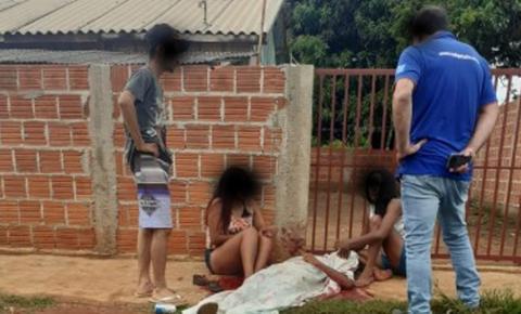 Homem assassinado em frente à casa de ex-prefeito onde estava com a mãe e esposa em Caarapó