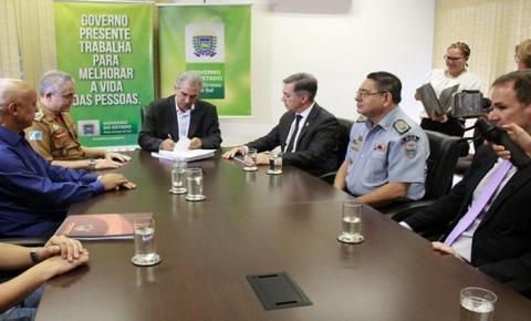 Reinaldo Azambuja estende prazo de regra previdenciária para PM e Bombeiros