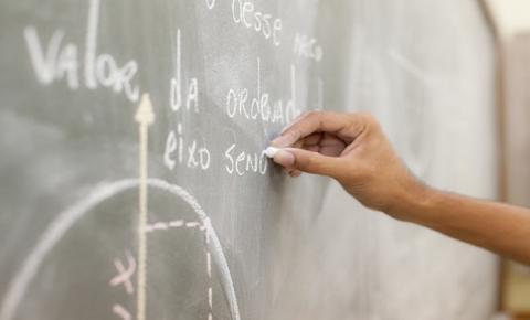 Reinaldo Azambuja nomeia professores aprovados em concurso da Educação