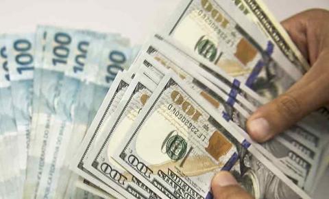Dólar chega a R$ 5 pela primeira vez na história após medidas de Trump