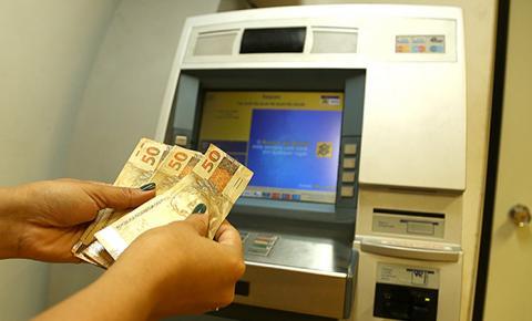 Governo mantém pagamentos em dia e servidores sacam salários dia 5 de junho