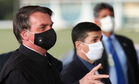 Bolsonaro veta verba bilionária para a saúde aprovada pelo Congresso