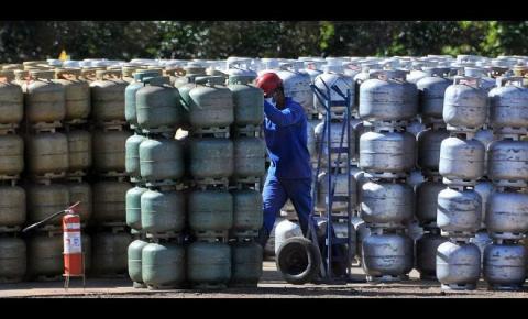 Botijão do gás de cozinha custa R$ 26 nas refinarias e R$ 70 ao consumidor em MS