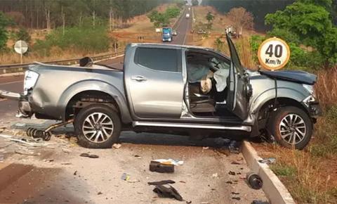 Acidente envolvendo caminhonete e picape mata duas pessoas na BR-262