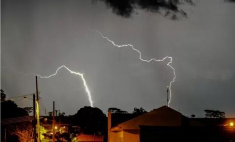 Alerta para temporal: previsão é de ventos de até 100 km/h e queda de granizo em MS