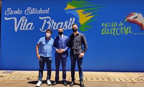 Escola Estadual Vila Brasil de Fátima do Sul realiza palestra Motivacional