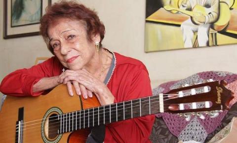 Conhecida como 'Dama do Rasqueado', cantora Delinha sofre acidente doméstico e é hospitalizada