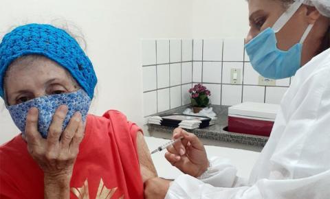 MS registra redução de internações de idosos após três meses de vacinação contra o Coronavírus