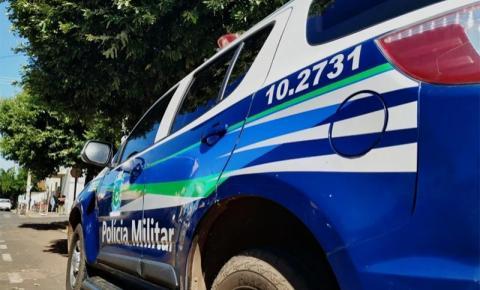 Homem invade residência, tenta matar mulher a facadas e ameaça policiais em Batayporã