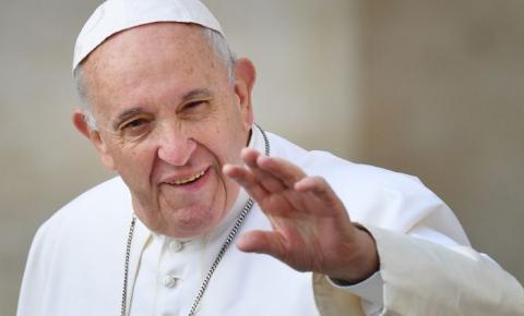 Papa Francisco faz piada sobre brasileiros: 'Não têm salvação. É muita cachaça e pouca oração'