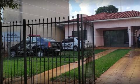 Após briga de casal, padrasto é preso acusado de agredir enteadas de 9 e 11 anos e quebrar braço de uma delas em Fátima do Sul