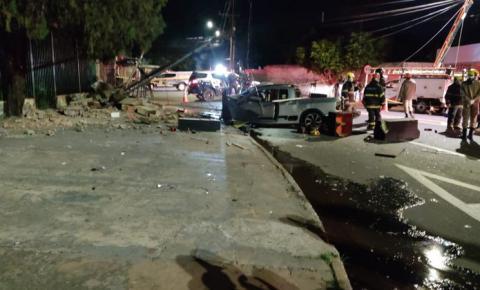 Casal morre após motorista perder controle e bater no poste em Campo Grande