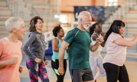 Idosos de Vicentina e de outros 8 municípios movimentam festival de dança coreografada