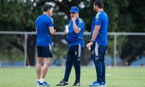 Presidente do Cruzeiro revela convite a empresários no 'modelo Atlético-MG' e responde sobre greve