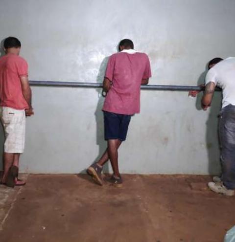 Dupla é presa acusada de roubar R$ 15 mil de marmoraria em Dourados