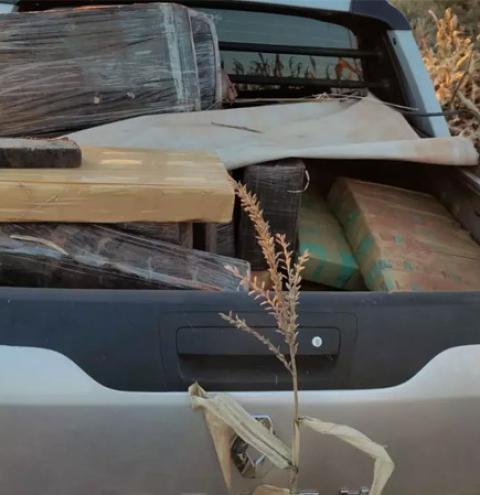 Homem tenta fugir, capota veículo e acaba preso com 1,3 tonelada de maconha em Caarapó