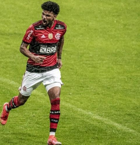 Bruno Viana treina na vaga de Rodrigo Caio e é o favorito para substituir o camisa 3 do Flamengo contra o Cuiabá